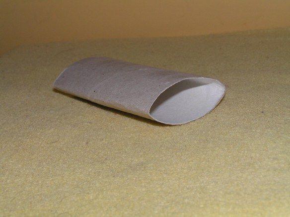 druk de wc rol plat/flatten the tp roll