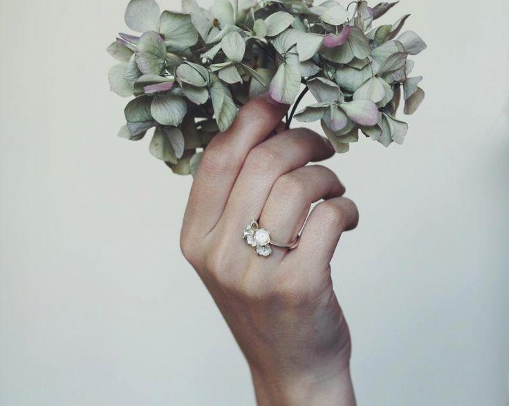 Romantischer Verlobungsring in Handarbeit hergestellt. Zu kaufen bei Etsy.