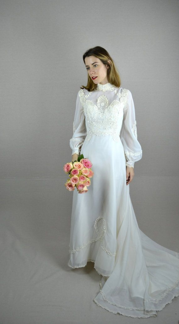 70s wedding dress / 1970s wedding dress / Pearl by BreanneFaouzi. It's quite perfect.