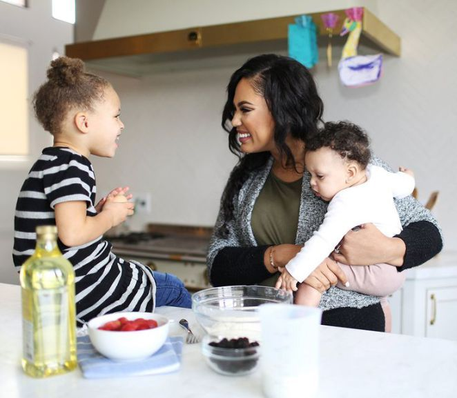 Tendance Basket 2017  Ayesha Curry with daughters Ryan and Riley