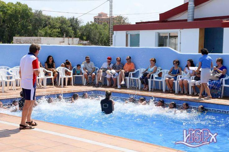 Demostraciones de natación de los alumnos de P5 #InfantilISP y de #PrimariaISP. Los mayores muestran su evolución en los diferentes estilos, crol, braza, espalda, buceo y hacen relevos por equipos. Para todos ellos un verdadero estímulo el que hayáis venido a animarlos. ¡Gracias! 🏊 #SummerCampISP 17