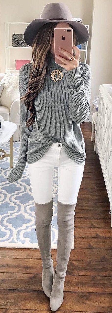 Schöner Look, aber nur bei schlanken Beinen: weiße Hose + Overknees in Beige #overkneeskombinieren
