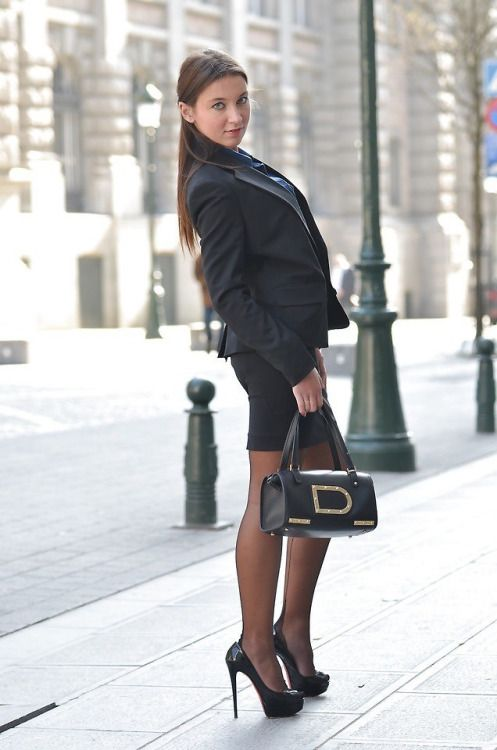 image Mujer de negocios cachonda en oficina pantimedias oficina