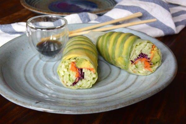 Vegan sushi: rijstpapier wrap van avocado