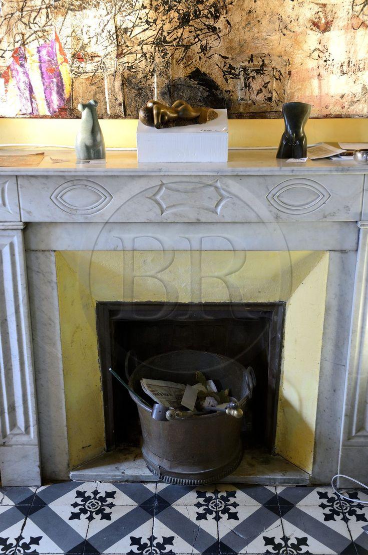 France, Haute-Corse (2B), Cap Corse, Sisco, le palais Gaspari-Ramelli (Palazzi ou Maison d'Americain de 1850) construit par le le docteur Santos (Toussaint) Gaspari qui fut gouverneur au Vénézuela, cheminée avec symbole maçonnique