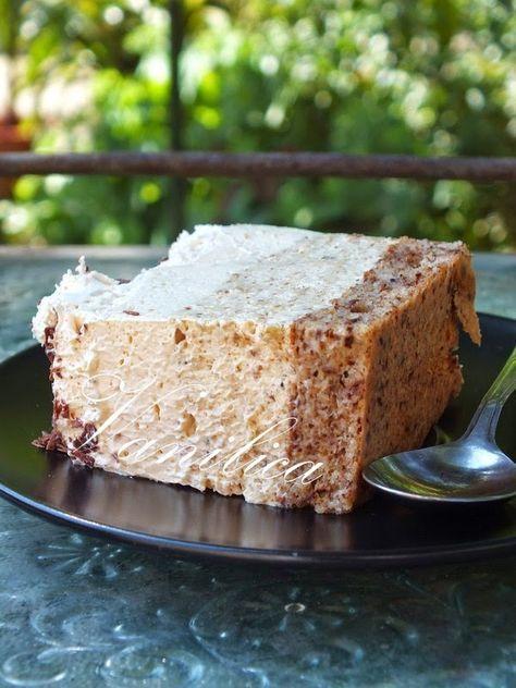 Lepa kremasta torta.      Potrebno je:  Kora:  4 belanceta  5 kašika šećera  6 kašika mlevenih oraha  2 kašike brašna   1 vanilin šećer  1 ...