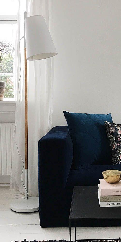 Hideout es una lámpara de pie contemporánea con una belleza natural y simple. Con una altura perfecta de 164 cm ofrece una iluminación ideal para sala, despacho o simplemente alado de tu sofá favorito.  #Lamparadepiso #lamapara #floorlamp #nordikadesign #beoriginalbuyoriginal