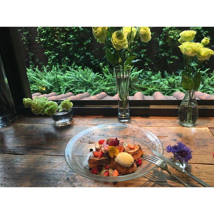 . お花いっぱいで癒された 可愛い花瓶とピオニーゲット☻! . . .  #青山フラワーマーケットティーハウス#青フラカフェ#カフェ#cafe#青山フラワーマーケット#お花#flower##pink#cute#flowerstagram#flowerslovers #�� http://gelinshop.com/ipost/1523114397865989644/?code=BUjMHmdFdYM