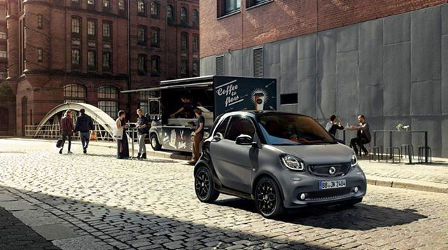 Sunny Day #smart #smartfortwo #smart453 #sun #sunnyday #thursday #grey #black #city #coffee