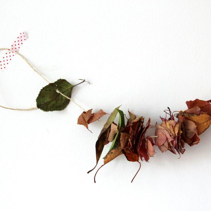 einfache Herbstdekoration aus Blättern einfach selber machen // Anleitung von knobz