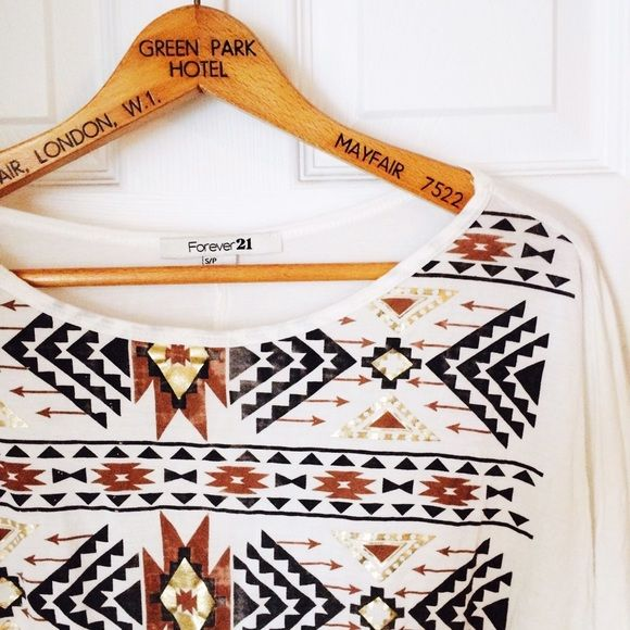 TRIBAL SHIRT FOREVER 21 Tribal shirt! With elastic bottom! Batwing arms! Perfect to pair with any shorts or jeans  offers always welcome but no trades thank you ✌ Forever 21 Tops