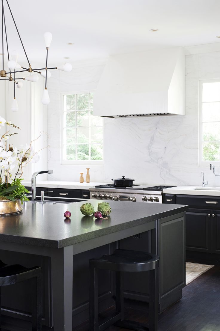 Modern chic black and white kitchen with calacatta marble. Design by Ella Scott Design. COME SEE THE DRAMATIC Before & After: Fussy Traditional to Urban Chic! #blackandwhite #modernkitchendesign #urbanchic #modernblackkitchen #sputnikchandelier