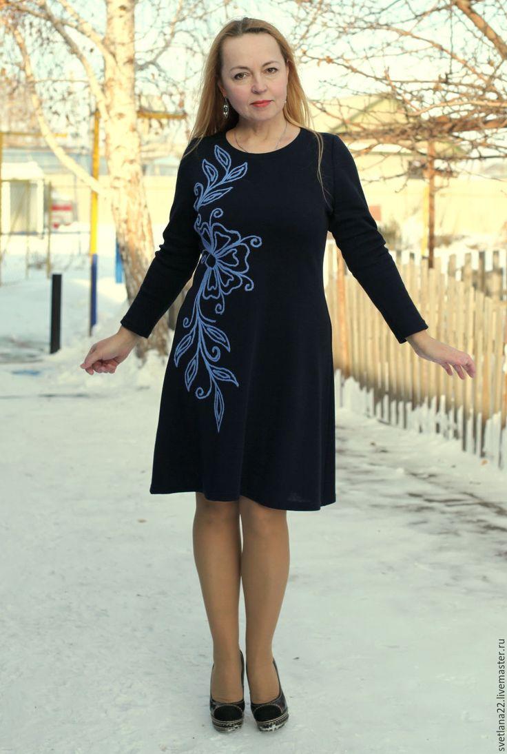Купить Маленькое темно-синее платье с вышивкой - тёмно-синий, цветочный, яркое платье