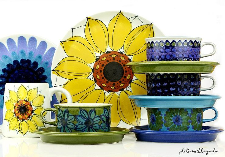 Arabia Finland vintage handpainted coffee cups and plates by Hilkka-Liisa Ahola. Hehku, Aurinkoruusu and various flower mugs, model S, 1960s. #arabiafinland #madeinfinland #finnishdesign #hla #hilkkaliisaahola #flower #sunflower #kitchenflowers #handpainted #handmade #collectibles #collection #scandinaviandesign #design #1960s #coffee #coffeecup #tea #teacup #kaffekopp