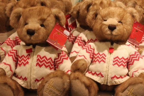 Oooh, Harrods' teddy bears!