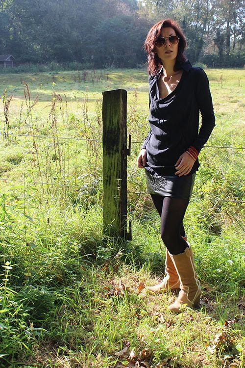 B.Loved blouse zijde zwart & Missy Taylor rok leerlook € 69,95 / € 74,95 #bloved #beloved #blouse #blouses #zijde #silk #rok #rokken #skirt #leatherlook #leather #minirok #stoer #edgy #zwart #black #mode #kleding #webshop #inspiratie #moderood #moderoodblog