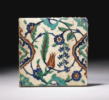 CARREAU AUX DEMI-MANDORLES  IZNIK, ART OTTOMAN, FIN DU XVIEME SIECLE 25 x 25,5 cm. (9¾ x 10 in.)