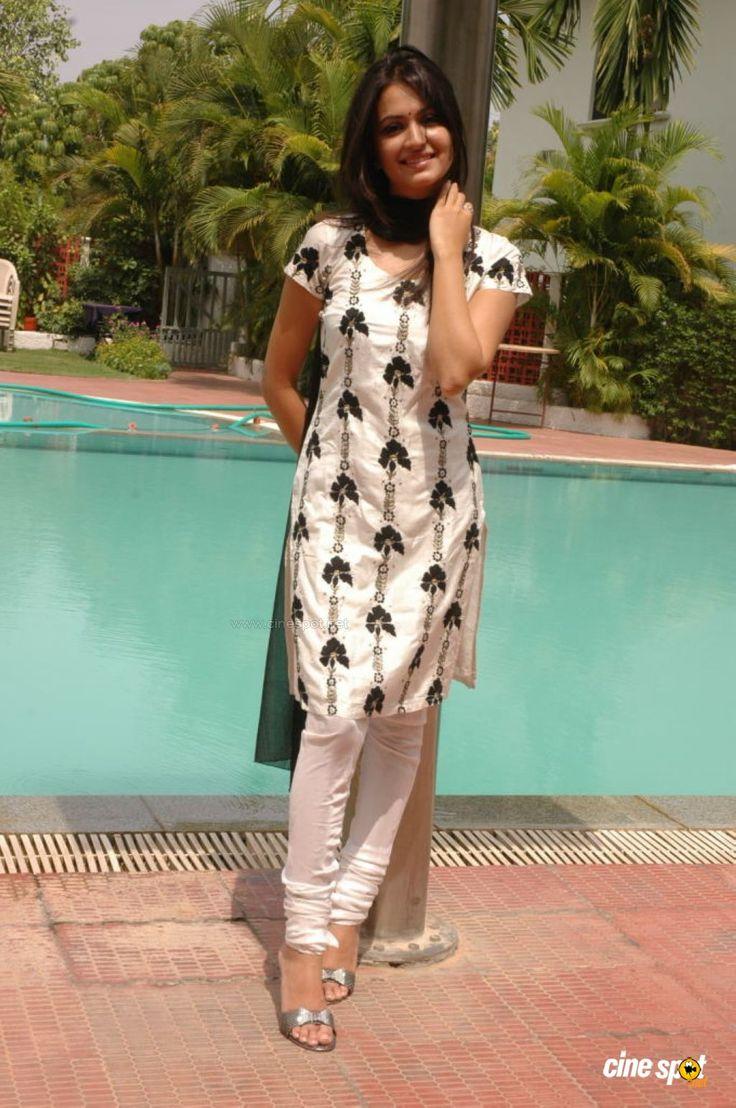 Kriti Kharbanda South Actress Photos,Stills (6)