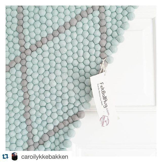 """#Repost @caroilykkebakken: """"Weee Fikk det nydeligste teppet i posten i dag som jeg vant av @ullkuleteppe  Tusen ❤lig takk #ullkuleteppe  Jeg er nå lykkelig eier av dette fantastiske drømmeteppet som jeg fikk lov til og designe etter eget ønske✨ Flere bilder kommer Takk takk takk☝"""" Så bra du er fornøyd @caroilykkebakken! Teppet ble kjempefint, du har god smak! God sommer og helg, alle sammen!☺️☀️☔️"""