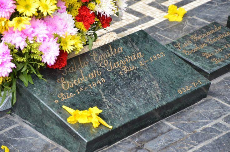 43 best pablo emilio escobar gaviria images on pinterest for Cementerio jardin