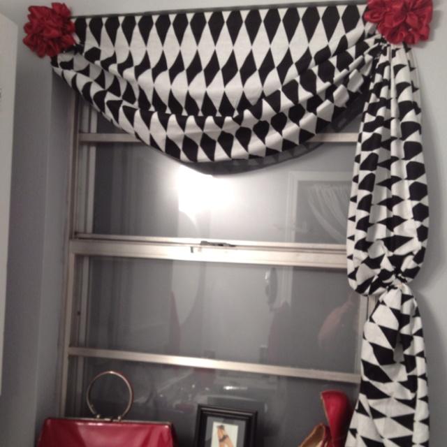 Window treatment in my Black & White & Red bathroom