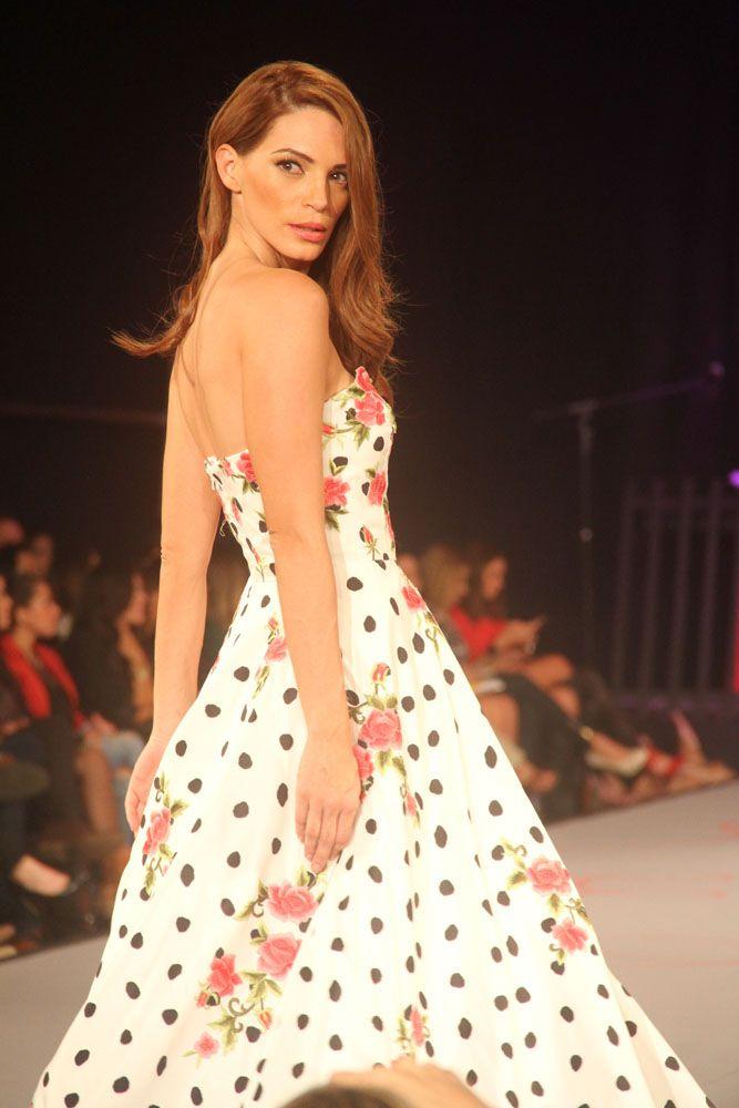 Vestido Gala Strapless blanco con puntos negros y detalles floreados