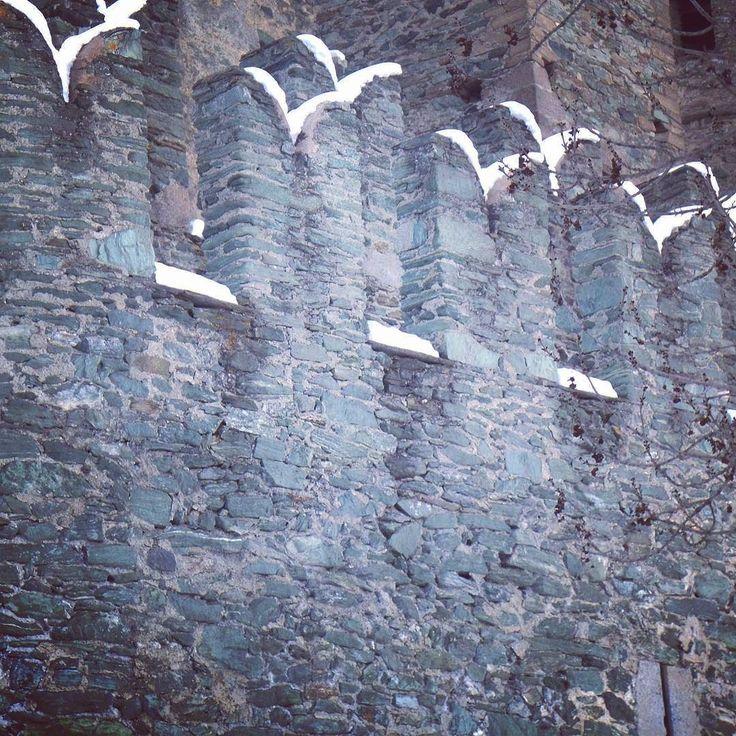 Merli #castle #castello #architecture #nevicata #invda #valledaosta #volgovalledaosta #igersaosta #fenis