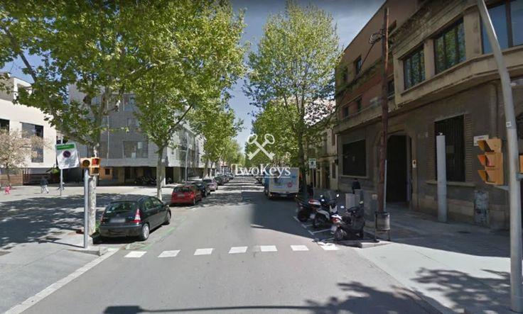 Singular Building for sale in Barcelona. One flat per floor.  More info>> goo.gl/SrktNx www.twokeys.es   info@twokeys.es   ☎ 936 39 52 94