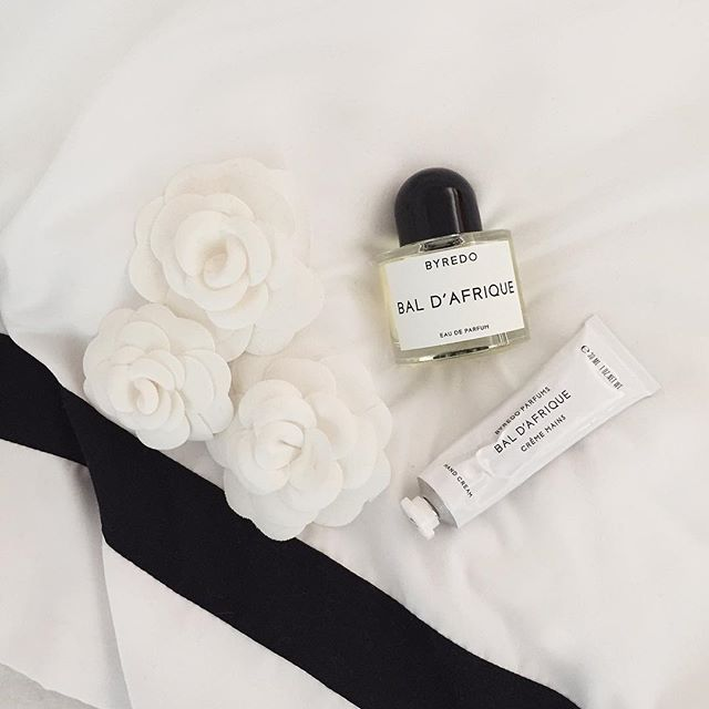 ✖️ It's always okay to spoil yourself with a beautiful fragrance. Picked up some @officialbyredo from @meccacosmetica today and I'm refraining myself from drowning in the beautiful scent!