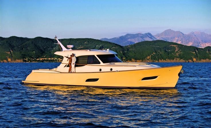 External view Mochi Craft - Dolphin 54' Sun Top #yacht #luxury #ferretti #mochi