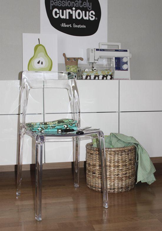 Transparent Pudeln plaststol. Polykarbonat, inredning, vardagsrum, sovrum, kök, köksstol, stol, plast. http://sweef.se/stolar/59-pudeln-stol-i-polykarbonat.html