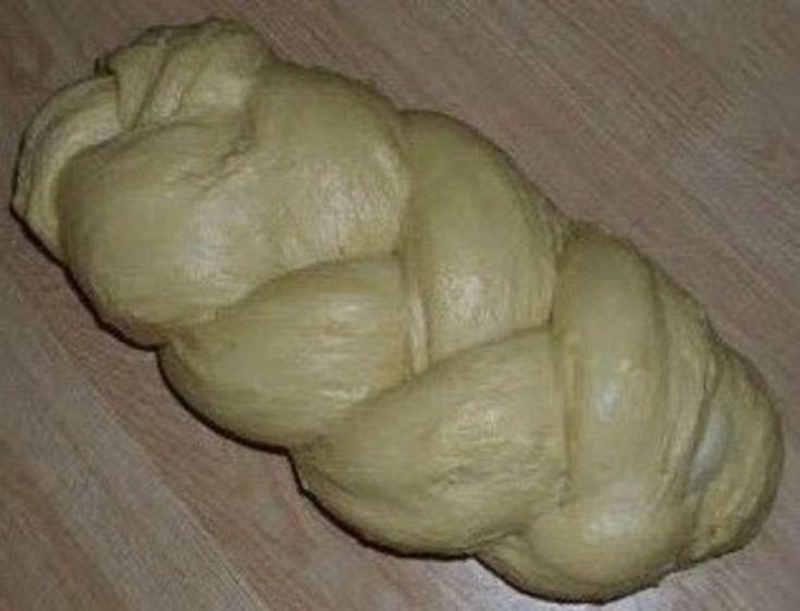 Ζαχαροπλαστική Πanos: Τσουρέκι γεμιστό με κρέμα πραλίνας αμυγδάλου