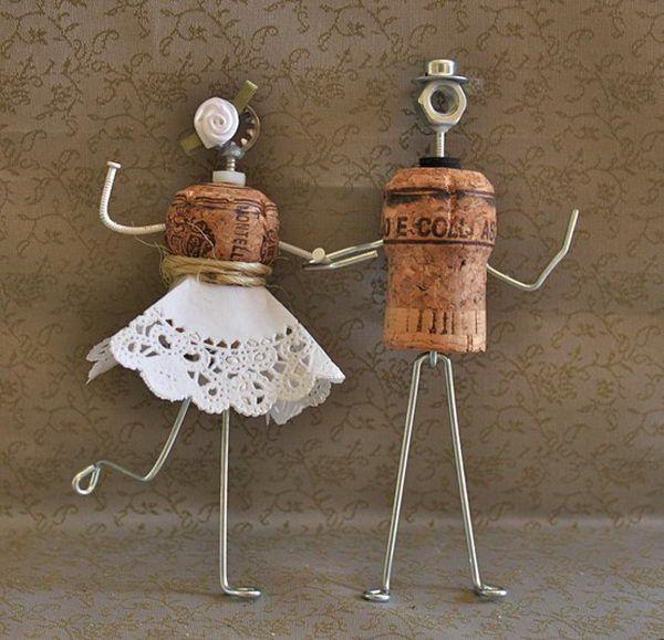 Groom and Bride Cake Topper - Homemade Wine Cork Crafts, http://hative.com/homemade-wine-cork-crafts/,