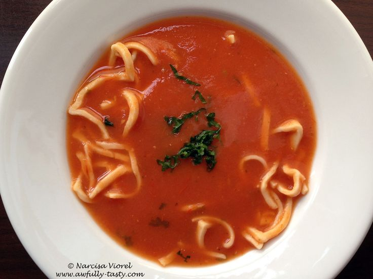 Supă de roșii cu tăieței
