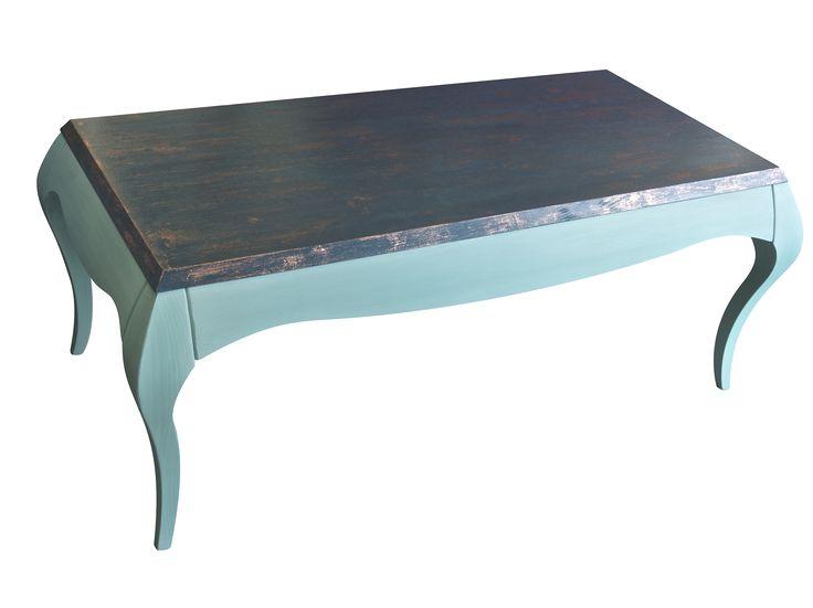 Mesa de centro, pintada a mano en color verde agua y verde azulado oscuro, patinada con pan de cobre.