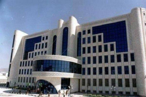 عدن شركة النفط اليمنية تعلن تخفيض أسعار البنزين نشوان نيوز Company Logo Tech Company Logos Arabian People