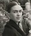 """1943'de La Esmeralda adlı yeni bir sanat okulunda öğretim üyeliğine başlayan Frida, sağlık durumu kötüleşmesine rağmen ders vermeyi on yıl boyunca sürdürdü. Sağlık koşulları nedeniyle Mexico City'e gidemediğinden, derslerini evinde veriyordu. Öğrencilerine """"Los Fridos"""" (Frida öğrencileri) denildi."""