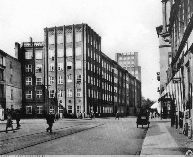 Widok skrzyżowania ulic Krasińskiego i Traugutta oraz gmach poczty czekowej.Lata 1935-1940