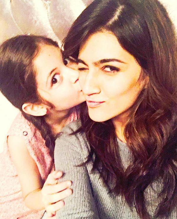 Kriti Sanons adorable pics with Salman Khans Munni will make you go AWWWW!