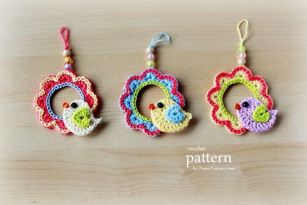 New Pattern – A Little Crochet Bird Sitting On A Wreath Ornament