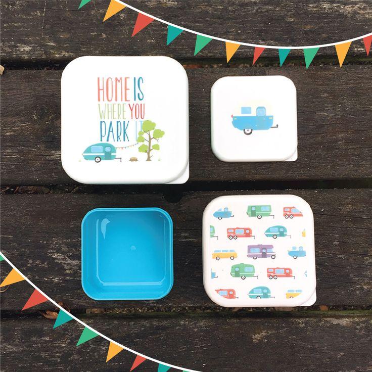 Sada krabiček na jídlo s motivem Home Is Where You Park It je ideálním doplňkem na cesty nebo na piknik. #caravan #outdoors #lunchbox