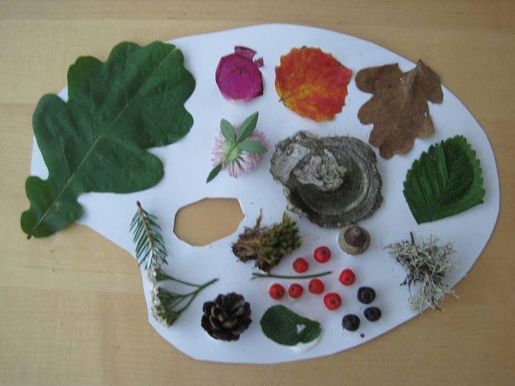 Luonnon oma väripaletti. (1.lk) Materiaalit kerätty lapset metsäretkellä. Paletti on kartonkia. Näyttävät ikkunassa kivoilta! (FB:n Alkuopetttajat -sivustosta / Kaisa Sirén)