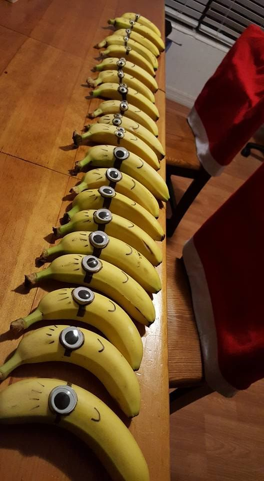 Easy Minion Despicable Me bananas - googly eye and a sharpie. + healthy! #DIY #Party