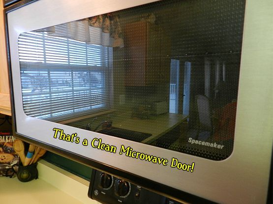 how to clean inside glass of microwave