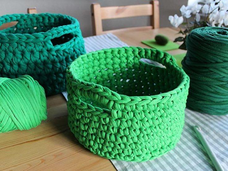 Tutorial fai da te: Come fare un cestino in fettuccia all'uncinetto con manici via DaWanda.com