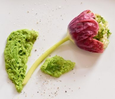 Edible flowers - Primavera Tulips, chef Pascal Aussignac of Club Gascon http://greatbritishchefs.tumblr.com/post/19384880016/plate-tulips-mother-s-day-urvashi-roe-pascal-aussignac