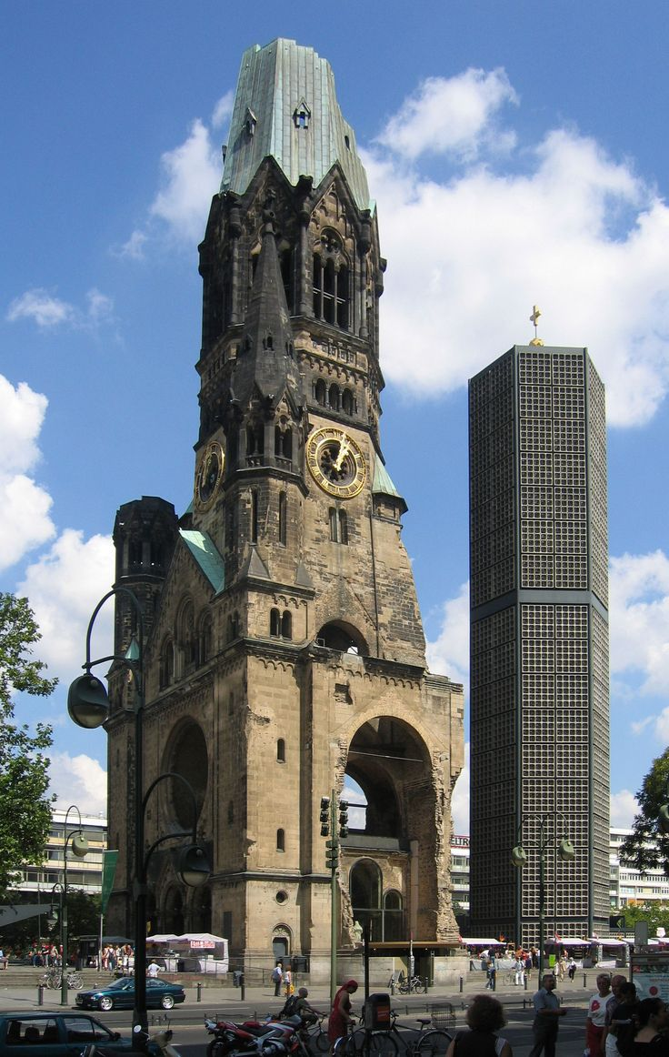 Stunning Kaiser Wilhelm Ged chtnis Kirche The Ged chtniskirche or Kaiser Wilhelm Memorial Church is the symbolic centre of West Berlin an anti war memorial to peace