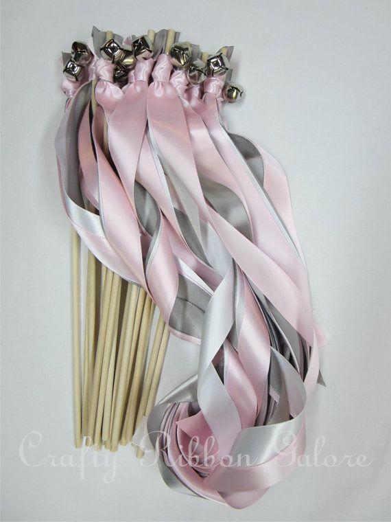 bâton, baguette de ruban sortie d'église , de mairie et de mariage haie d'honneur gris et rose poudré