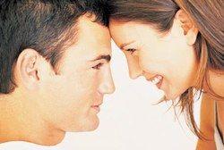 Das Schambein - eine unbekannte erogene Zone... - Sexualität: Streicheln, Libido und Orgasmus - Die Klitoris besteht nicht nur aus der kleinen Eichel, die mit bloßem Auge zu sehen ist: Sie setzt sich unter der Haut fort und endet in ihrer Wurzel vor dem Schambein. Daher kann es für eine Frau äußerst erregend sein...