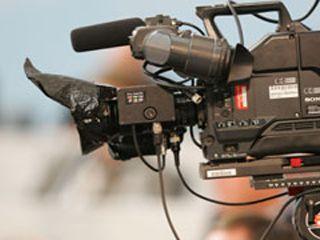 Urs Lehmann überlässt TV-Kommentar Frank Wörndl - Zürich - Die Schweizer Männer fahren im Weltcup momentan hinterher. Das ist nach dem Abgang von Didier Cuche, dem Ausfall von Beat Feuz und der fehlenden Lockerheit eines Carlo Janka traurige Gewissheit. Der eigenössische Skipräsident Urs Lehmann, als Aktiver 1993 im japanischen Morioka Sensations-Weltmeister, hat die sprichwörtliche Handbremse gezogen. Laut einem Bericht auf blick.ch verzichtet der heute 43-Jährigen auf die .....